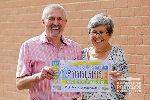 09. A Grangemouth Millions winner and his wife with their amazing £111,111 cheque