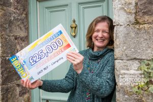Llangadog winner Heather with her £25,000 cheque