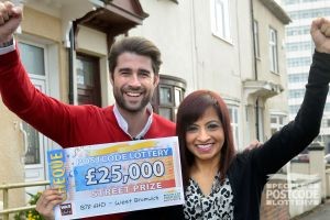 Pleased winner Kam with her fantastic £25,000 cheque, and Street Prize Presenter Matt Johnson