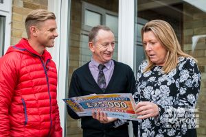 01. Street Prize Presenter Jeff Brazier hands the cheque of a lifetime to Horning player Kay