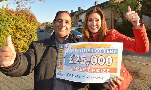Street Prize Presenter Judie McCourt surprised Mohammed Riaz with a £25,000 cheque today