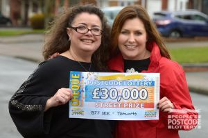 Lucky winner Lisa with Street Prize Presenter Judie McCourt