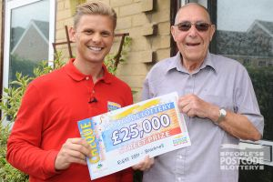 Pleased winner Ronald with Street Prize Presenter Jeff Brazier