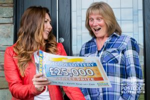 Excited winner Suzanne being shown her £25,000 cheque