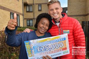 Lucky winner Joyce with Street Prize Presenter Jeff Brazier