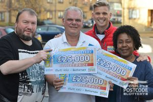 Three out of the four lucky Battersea winners with Street Prize Presenter Jeff Brazier and their whopping cheques