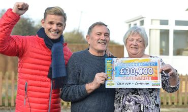 Lucky Cottenham winner Sandra with her husband Ted and Street Prize Presenter Jeff Brazier