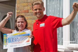 Pleased winner Sharon with Street Prize Presenter Jeff Brazier and her fabulous cheque