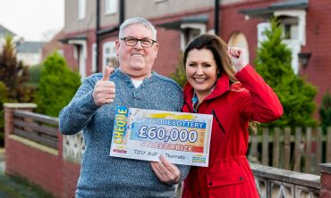 Thornaby winner Albert with Street Prize Presenter Judie McCourt
