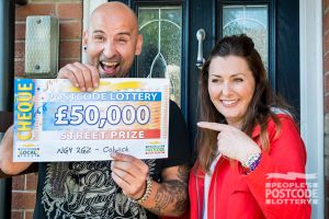 Colwick winner Andrew being surprised with a £50,000 cheque by Street Prize Presenter Judie McCourt