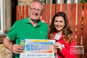 03. Judie and Kenneth and his whopping £25,000 Saturday Street Prize cheque