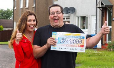 Girdle Toll winner Rodney Speirs celebrates with People's Postcode Lottery Ambassador Judie McCourt