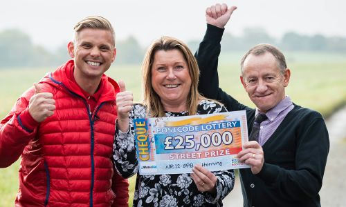 Street Prize Presenter Jeff Brazier celebrates with Horning winners Kay and Geoffrey Harmer