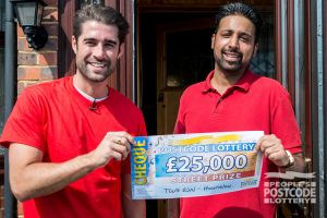 Baljit being handed his £25,000 cheque by Street Prize Presenter Matt Johnson