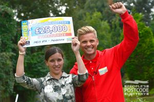 Maidstone winner Lorraine with Street Prize Presenter Jeff Brazier