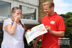 Happy winner Kate being surprised by Jeff Brazier and a cheque for £25,000