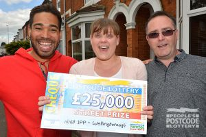 06. Danyl, Michelle and Robert show off the Parrys' winning cheque