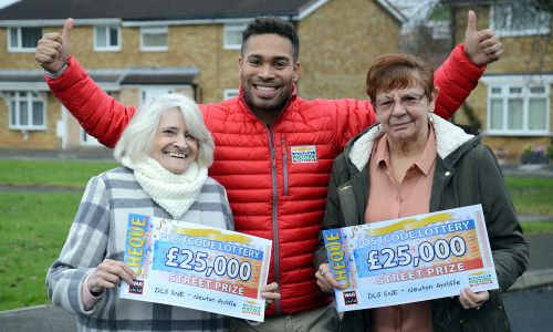 Lucky winners Jean and Shirley with Street Prize Presenter Danyl Johnson