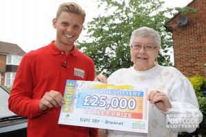 Street Prize Presenter Jeff Brazier with lucky player Darlene and her winning cheque