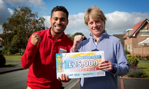 £25,000 winner Kate Price celebrating with Street Prize Presenter Danyl Johnson