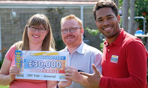 Haverhill winner Kerry and her partner Bernie show off their winning cheque