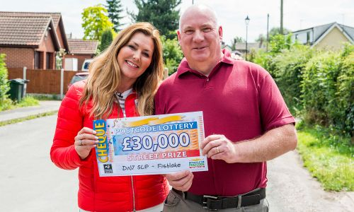 Lucky winner Rodney with Street Prize Presenter Judie McCourt