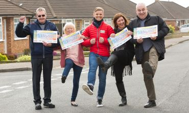 The four lucky Norwich winners with Street Prize Presenter Jeff Brazier and their fabulous cheques