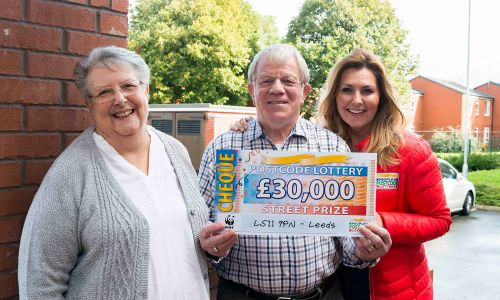 Happy winner Brian with wife Jan and Street Prize Presenter Judie McCourt