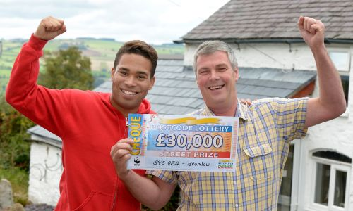 Lucky winner Paul and Street Prize Presenter Danyl Johnson