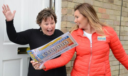 Judie surprising big winner David Gillespie's mum Lynn with a massive £30,000 cheque