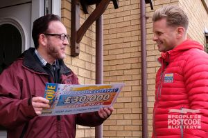 Robert receives a £30,000 cheque from Jeff Brazier