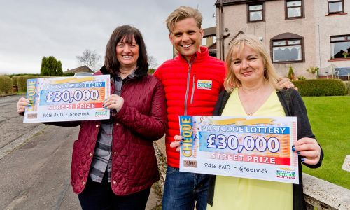 Our two happy Greenock winners and Street Prize Presenter Jeff Brazier