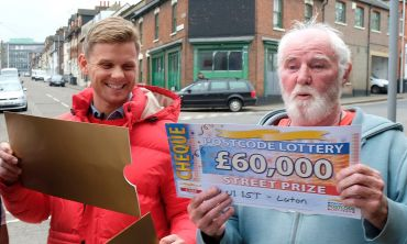 Winner Richard receiving his cheque from Street Prize Presenter Jeff Brazier