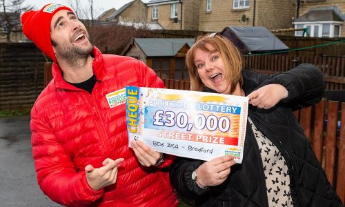 One of the lucky Bradford winners, Joanne, with Street Prize Presenter Matt Johnson