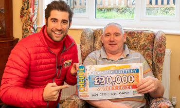 Lucky £30,000 winner Michael with Street Prize Presenter Matt Johnson
