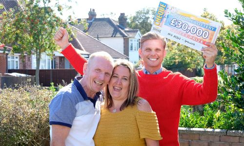 Lucky winner Garry with his wife Kim and Street Prize Presenter Jeff Brazier