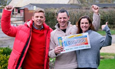 Lucky winner Scott with his wife Kate and presenter Jeff Brazier