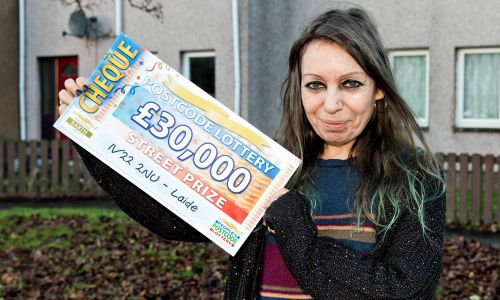 Lucky Laide winner Daniele with her £30,000 cheque
