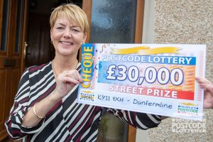 Elaine is planning to spoil her family with her winnings