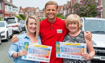 Lucky Birkenhead neighbours Laura and Jane with Street Prize Presenter Jeff Brazier