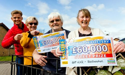 Our two lucky winners in Baillieston collected big cheques when their postcode was drawn to win Saturday's Street Prize