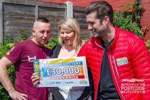David and his wife Hannah were in awe when Matt unveiled their winning cheque