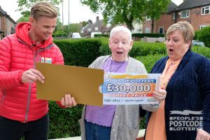 3. Joyce and her daughter Lorraine were thrilled when Jeff unveiled their whopping prize