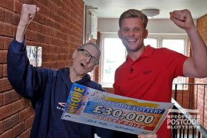 Jeff Brazier with winner John Victor holding his £30,000 cheque