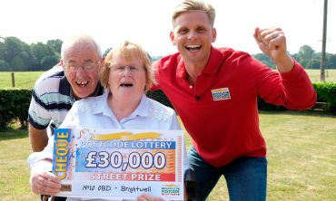 Elaine celebrates her £30,000 win with husband David and Street Prize Presenter Jeff Brazier