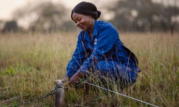Bahati Juma from APOPO rewards HeroRAT Ranen on a job well done