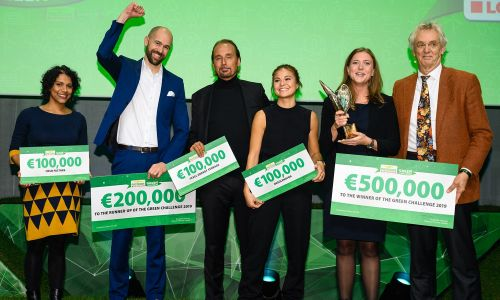 The five Green Challenge 2019 finalists hold their cheques, alongside Boudewijn Poelmann