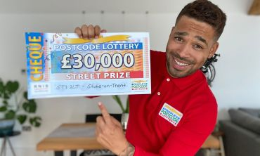 Danyl reveals a fantastic £30,000 Street Prize cheque for each of our winners in Stoke-on-Trent