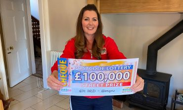 Our latest Street Prize winner scoops a whopping £100,000 prize thanks to playing with two tickets!