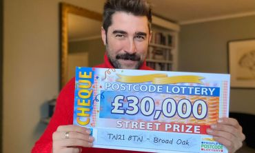 Matt reveals a fantastic £30,000 cheque for today's only Street Prize winner in Broad Oak
